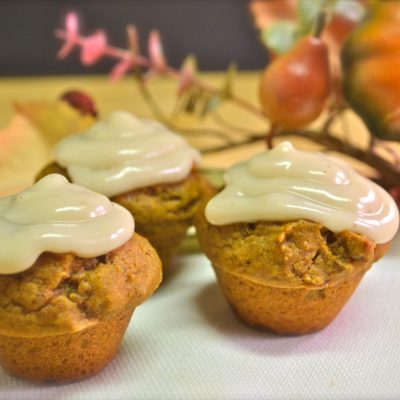 Spiced Mini Pumpkin Cupcakes with Cream Cheese Frosting – Vegan